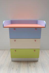 previjalna miza s predali - več barvna