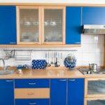 Enostavna modra kuhinja