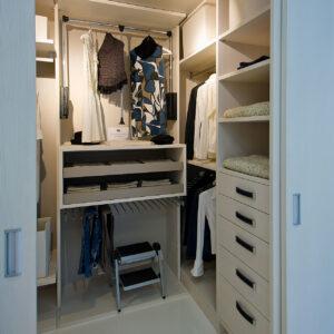 garderobna-soba-izi