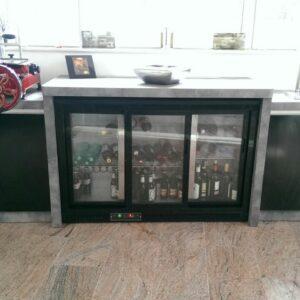 hladinik-pijace-v-dnevni-sobi