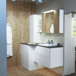 Moderna bela kopalnica - pogled od blizu