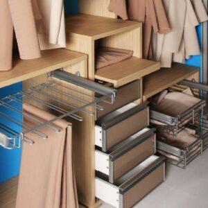 Notranjost garderobne sobe