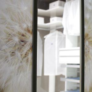 Ogledalo v garderobni sobi
