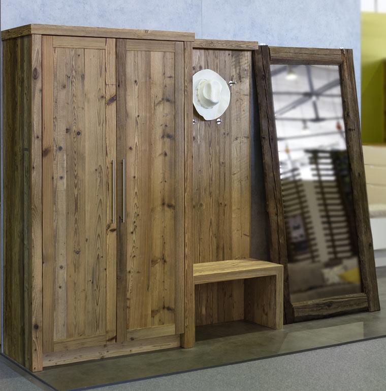 Omara iz recikliranega lesa - IZI mobili na sejmu dom 2018