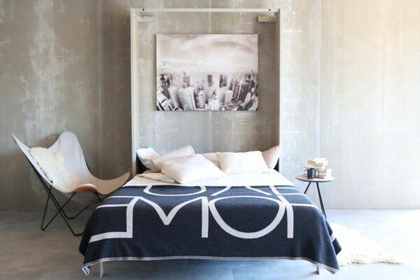 omarna postelja doda prostoru dvojno namembnost