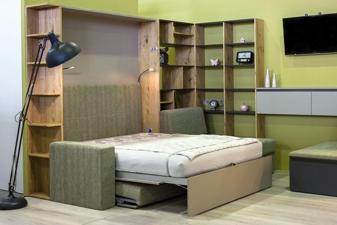 sedežna garnitura (kavč) se je spremenila v zakonsko posteljo