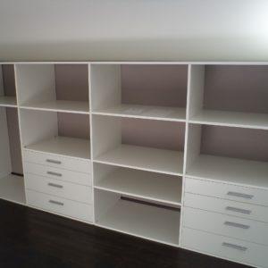 Sestav omar v garderobni sobi