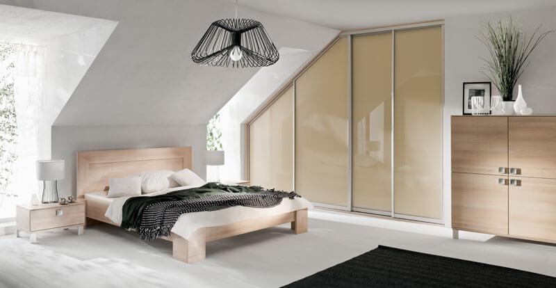 spalnica-v-mansardi